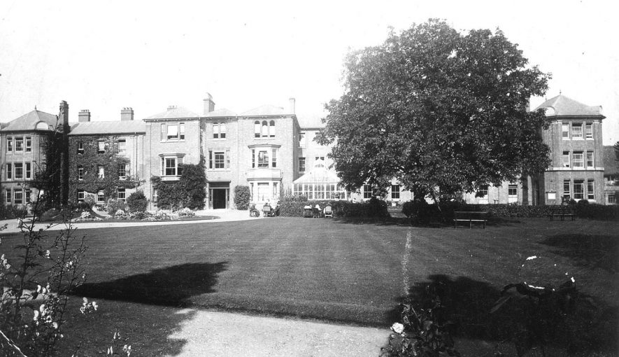 Royal Midland Hospital for Incurables, Tachbrook Road, Leamington Spa.  1910s |  IMAGE LOCATION: (Warwickshire County Record Office)