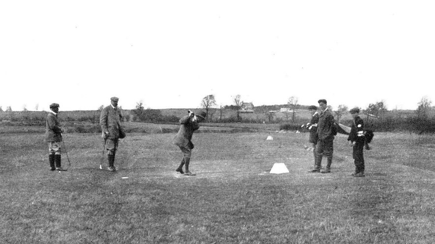 The 12th tee on Leamington & County Golf Club, Whitnash.  1910s |  IMAGE LOCATION: (Warwickshire Museums. Photographic Collections.)