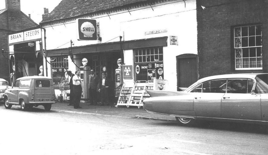 Brian Steeds Shell garage on Wellesbourne Road, Barford. Cars and van outside garage.  1960s |  IMAGE LOCATION: (Warwickshire County Record Office)