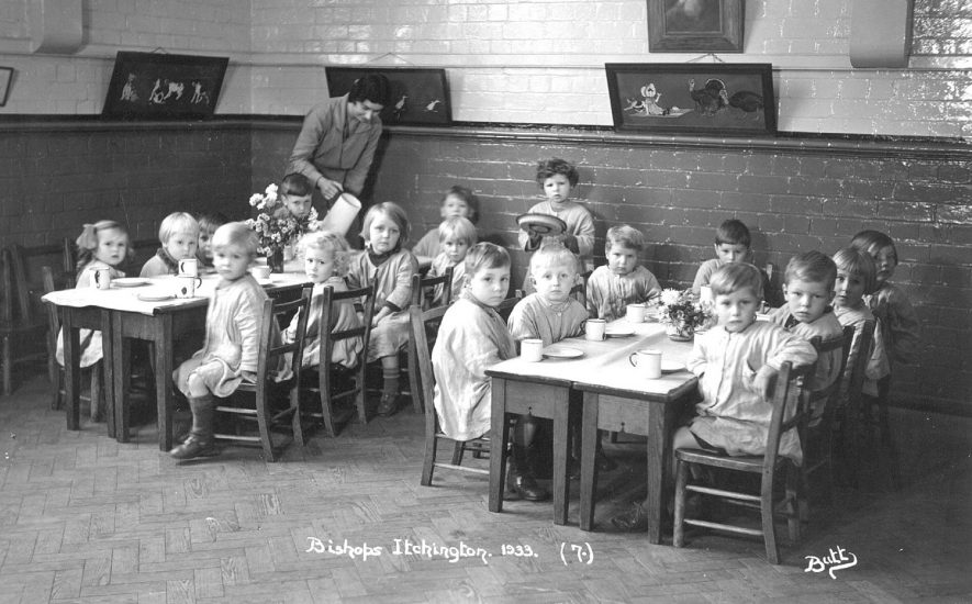 Group of small children sitting at  tables at school in Bishops Itchington.  1933 |  IMAGE LOCATION: (Warwickshire County Record Office)