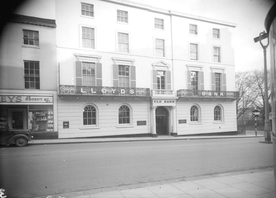 Exterior of the Parade branch of Lloyds Bank.  1954 |  IMAGE LOCATION: (Warwickshire County Record Office)