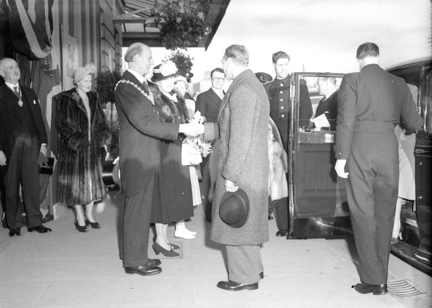 Mr Fetherston-Dilke, Mayor of Leamington meeting King George VI at Leamington Spa station on April 5th 1951. |  IMAGE LOCATION: (Warwickshire County Record Office) PEOPLE IN PHOTO: George VI, Fetherston-Dilke, Mayor