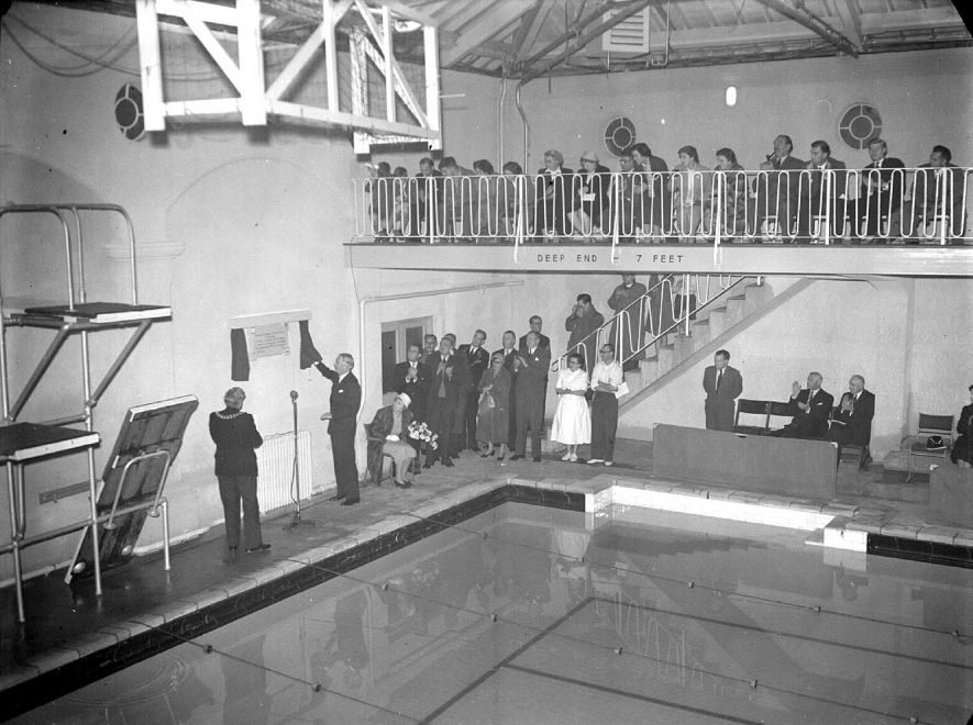 Anthony Eden reopens swimming baths in Leamington Spa.  1955 |  IMAGE LOCATION: (Warwickshire County Record Office) PEOPLE IN PHOTO: Eden as a surname, Eden, Anthony