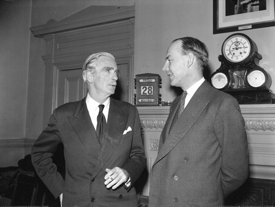 Presentation to Sir Anthony Eden at Leamington Town Hall.  Sir Anthony speaking with Mr Hobson.  28 November 1958 |  IMAGE LOCATION: (Warwickshire County Record Office) PEOPLE IN PHOTO: Hobson as a surname, Eden, Anthony