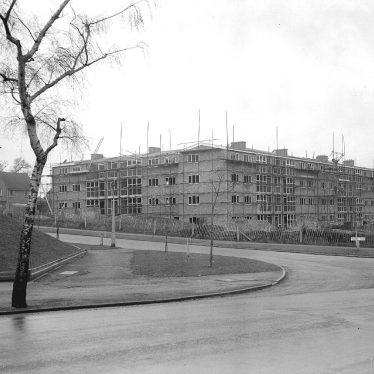 Leamington Spa.  Tachbrook Road, flats under construction