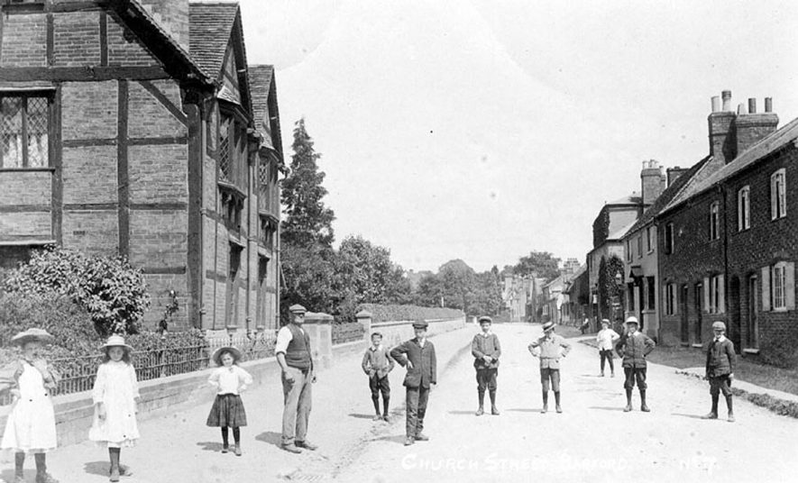 Barford, houses in Church Street.  Children standing in street.  1900s |  IMAGE LOCATION: (Warwickshire County Record Office)