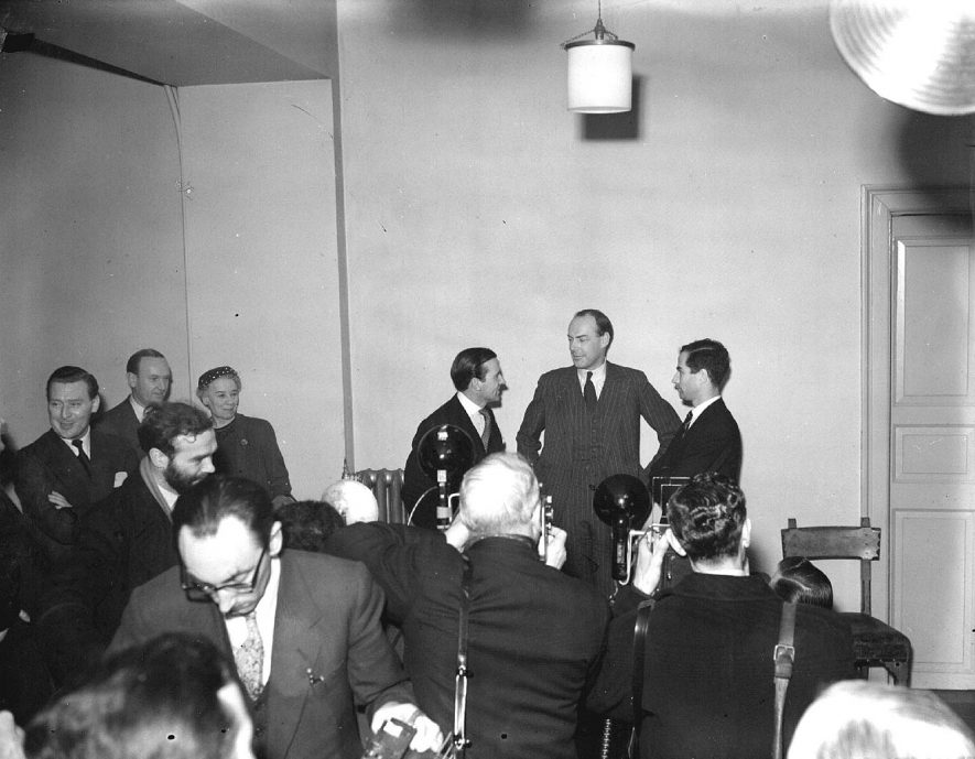 John Hodson, conservative candidate for  Warwick and Leamington Division with W.H. Goodhew and P.C. Goodhard and press, Leamington Spa.  1957 |  IMAGE LOCATION: (Warwickshire County Record Office) PEOPLE IN PHOTO: Hobson, John, Goodhew, W H, Goodhard, P C