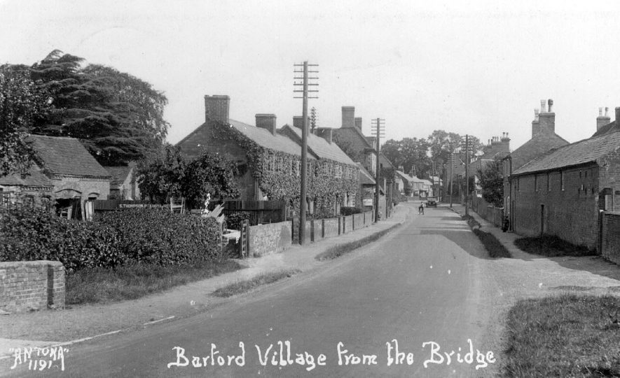 Barford village street from the bridge.  1920s |  IMAGE LOCATION: (Warwickshire County Record Office)
