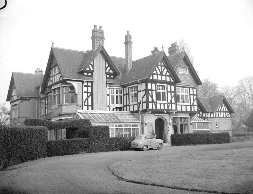 Woodland Grange at Blackdown, Leamington Spa.  29th November 1957 |  IMAGE LOCATION: (Warwickshire County Record Office)