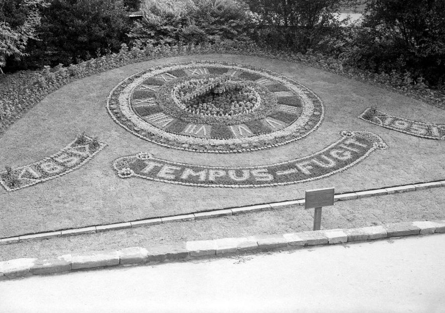 Purcell memorial Clock in Jephson gardens, Leamington Spa.  Named in Memory of Mrs Purcell, a former mayor of the town.  1951    IMAGE LOCATION: (Warwickshire County Record Office)
