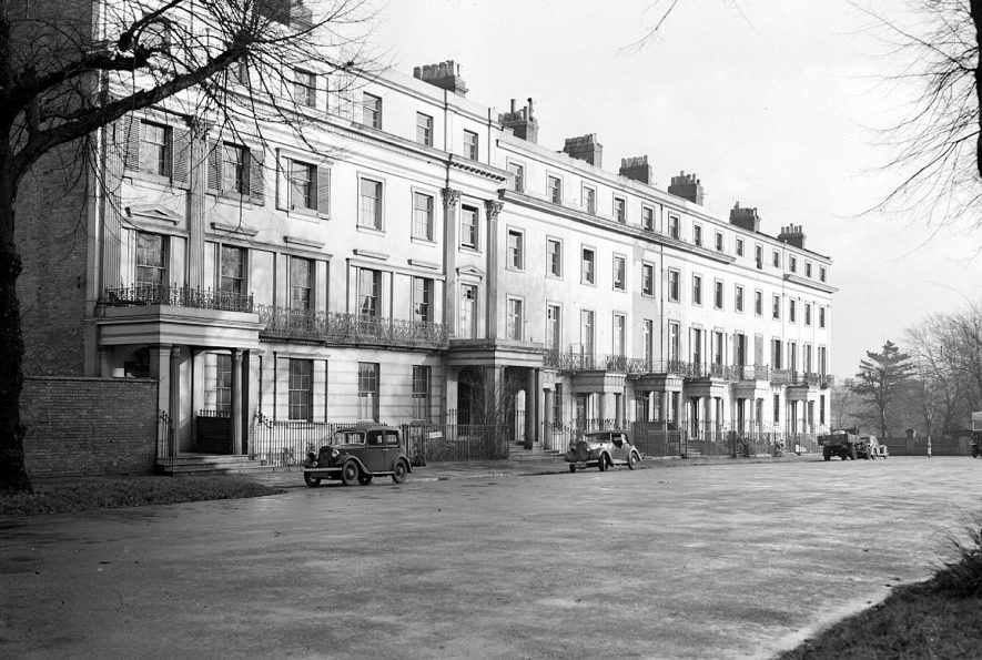 North side of Clarendon Square, Leamington Spa.  1940s    IMAGE LOCATION: (Warwickshire County Record Office)