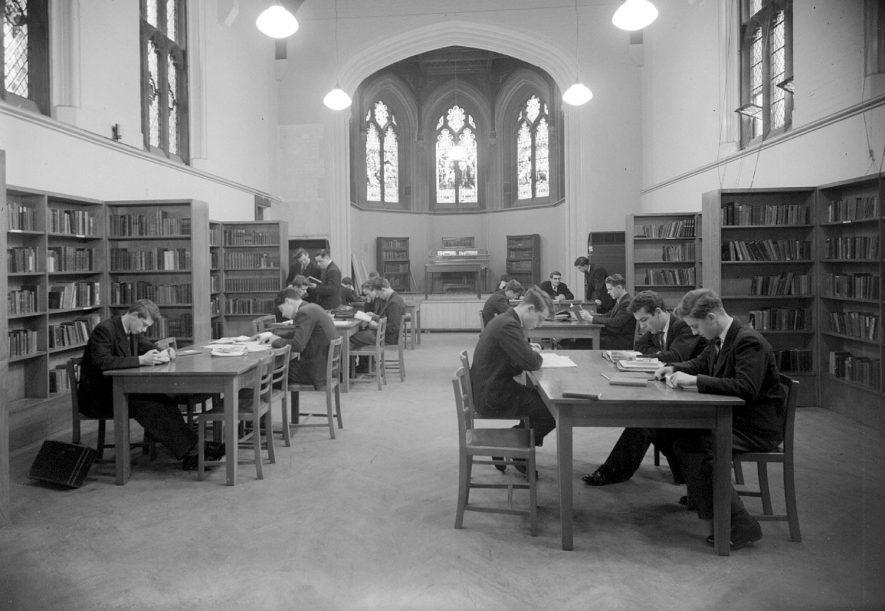Interior of library of Leamington College, Binswood Avenue.  1957 |  IMAGE LOCATION: (Warwickshire County Record Office)