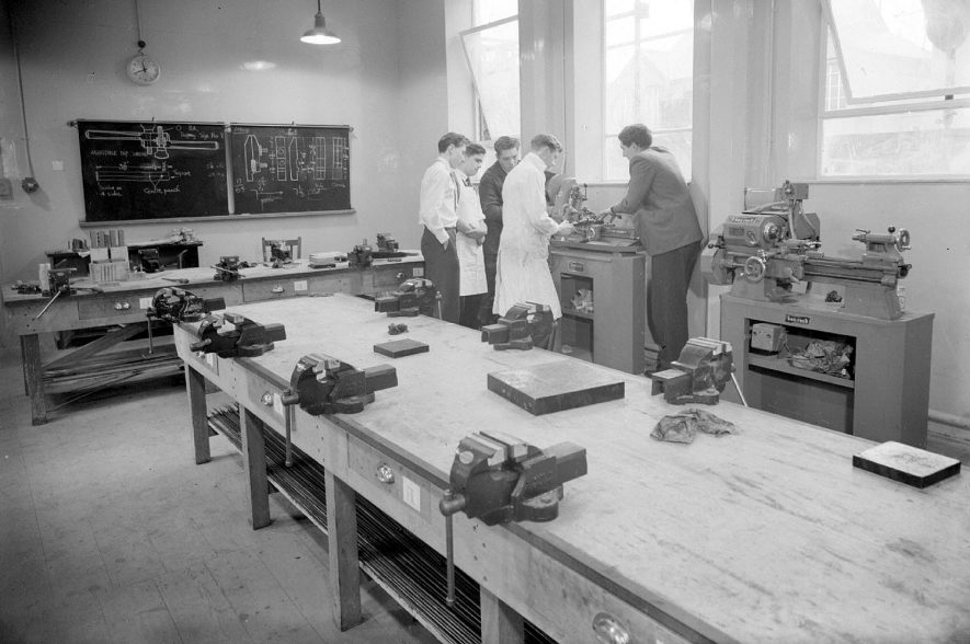 Leamington College Metal Room interior, Binswood Avenue, Leamington Spa.  1957 |  IMAGE LOCATION: (Warwickshire County Record Office)