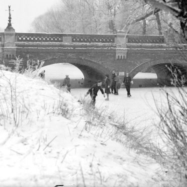 Leamington Spa.  River Leam, skaters by Willes Bridge