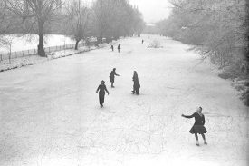 Skating on river Leam by Jephson Gardens, Leamington Spa.  1945 |  IMAGE LOCATION: (Warwickshire County Record Office)