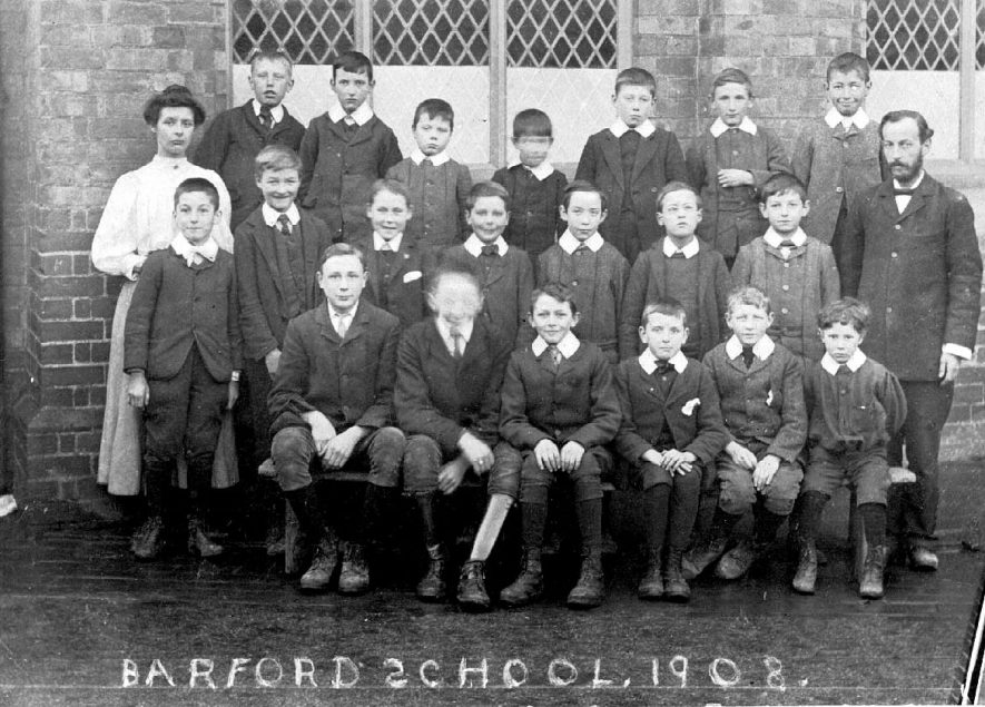 Barford School photo of students with their  teachers.  1902 |  IMAGE LOCATION: (Warwickshire County Record Office)