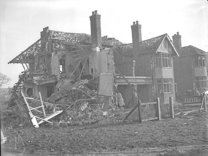 Bomb damage in Lonsdale Road, Lillington.  16th November 1940 |  IMAGE LOCATION: (Warwickshire County Record Office)