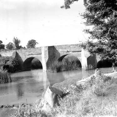 Hunningham.  Bridge over River Leam