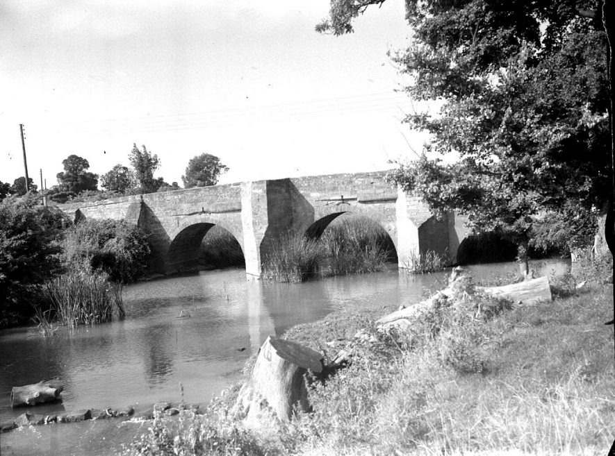 Stone bridge spanning River Leam, Hunningham.  10th September 1951. |  IMAGE LOCATION: (Warwickshire County Record Office)