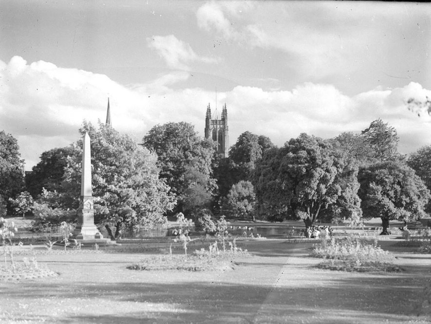 The obelisk in Jephson Gardens, with All Saint's Church tower in the background.  1945 |  IMAGE LOCATION: (Warwickshire County Record Office)