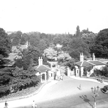 Leamington Spa.  Jephson Gardens, entrance gates