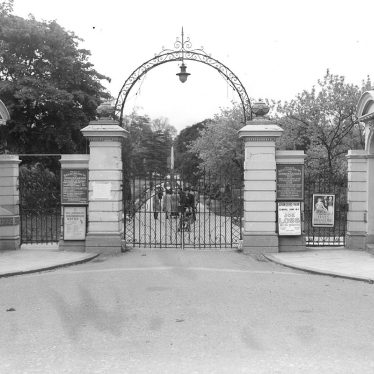 Leamington Spa.  Jephson Gardens, entrance