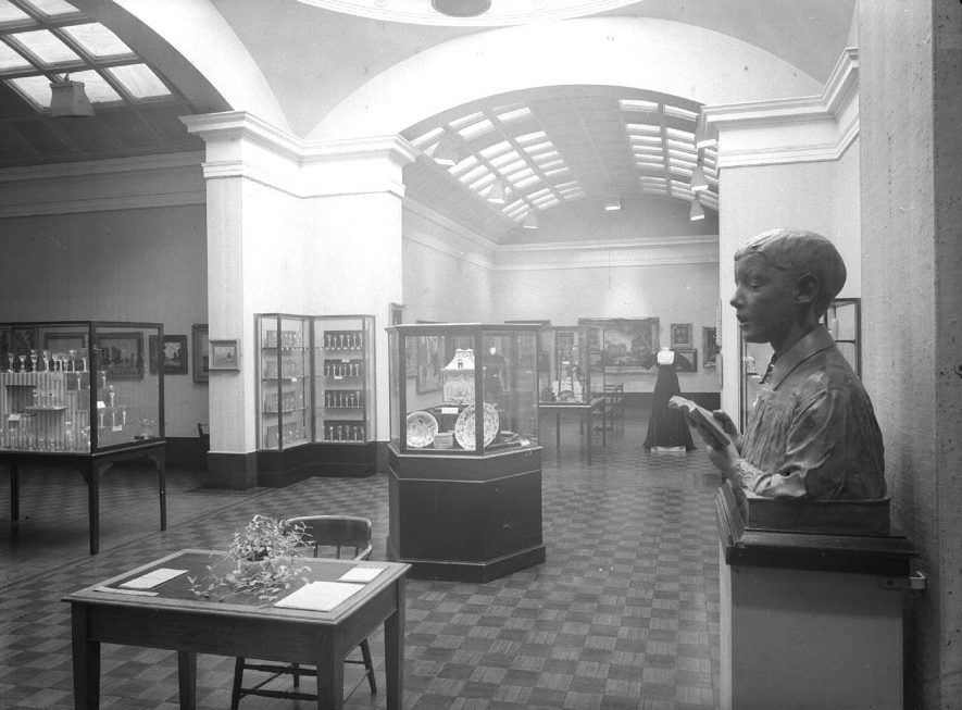 Interior view of the art gallery, Avenue Road, Leamington Spa.  October 23rd 1957 |  IMAGE LOCATION: (Warwickshire County Record Office)