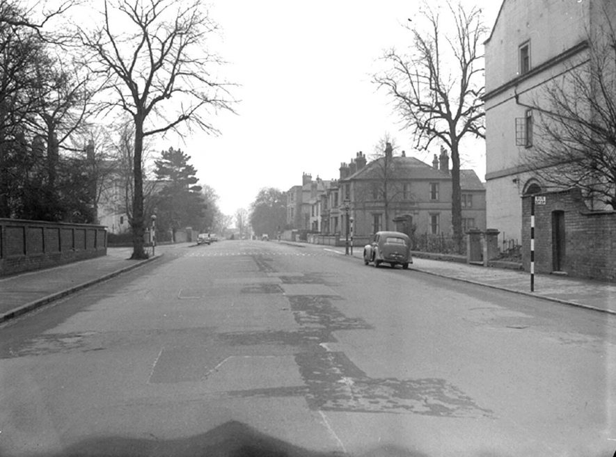 Kenilworth Road, Leamington Spa, looking down towards The Parade.  December 12th 1951 |  IMAGE LOCATION: (Warwickshire County Record Office)