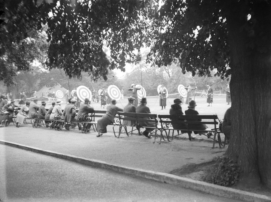 Archery in Jephson Gardens, Leamington Spa, with people watching.  June 6th 1934 |  IMAGE LOCATION: (Warwickshire County Record Office)