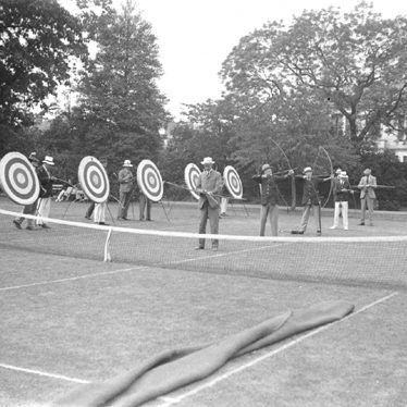 Leamington Spa.  Archery in Jephson Gardens