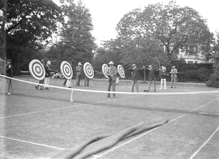 Archery in Jephson Gardens, Leamington Spa.  June 6th 1934 |  IMAGE LOCATION: (Warwickshire County Record Office)