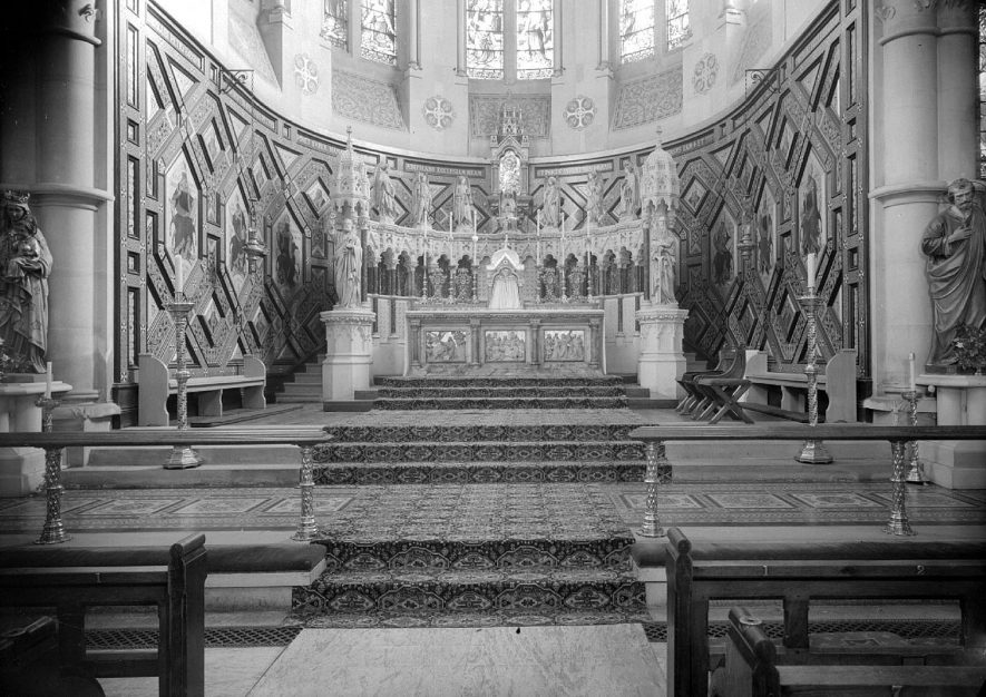 Interior of St Peter's Church, Leamington Spa, showing the altar.  January 12th 1955 |  IMAGE LOCATION: (Warwickshire County Record Office)