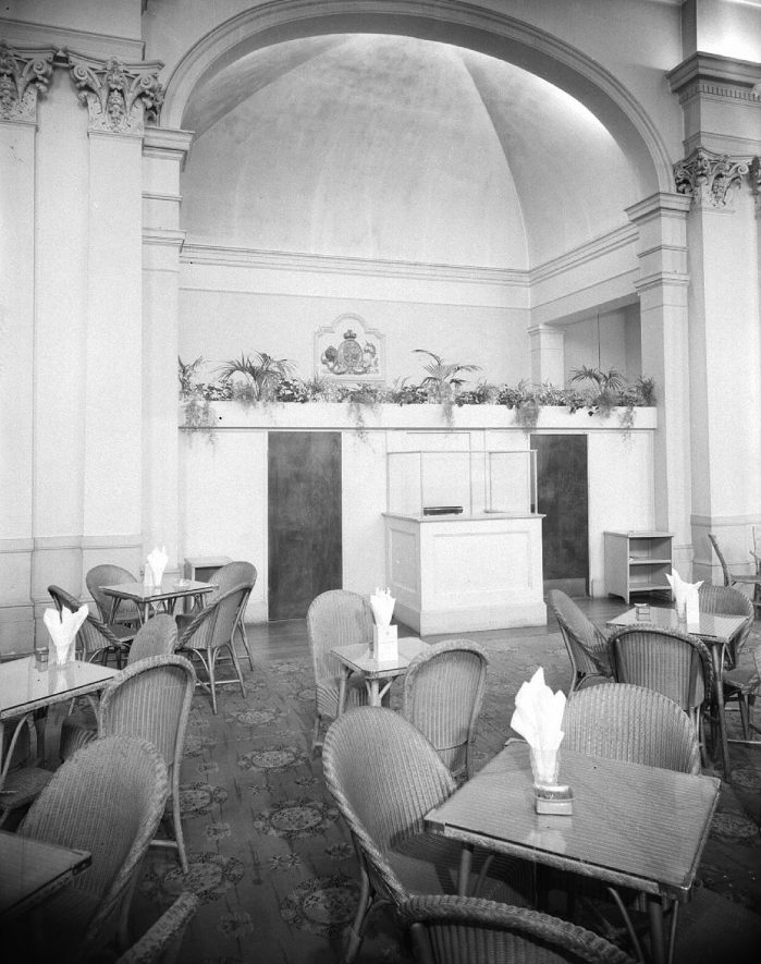 Pump Rooms tea rooms interior, newly decorated, Leamington Spa.  1957 16th February 1957.    IMAGE LOCATION: (Warwickshire County Record Office)