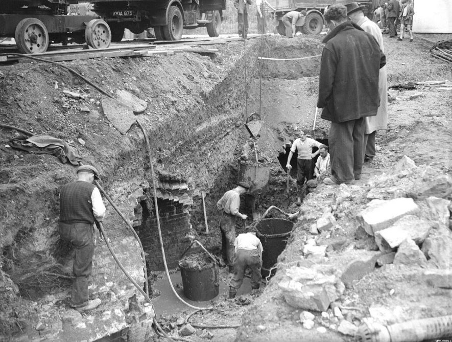 The Mill Bridge excavations, Leamington Spa.  18th August 1954 |  IMAGE LOCATION: (Warwickshire County Record Office)