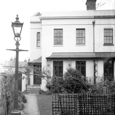Leamington Spa.  Lansdowne Circus, no 10