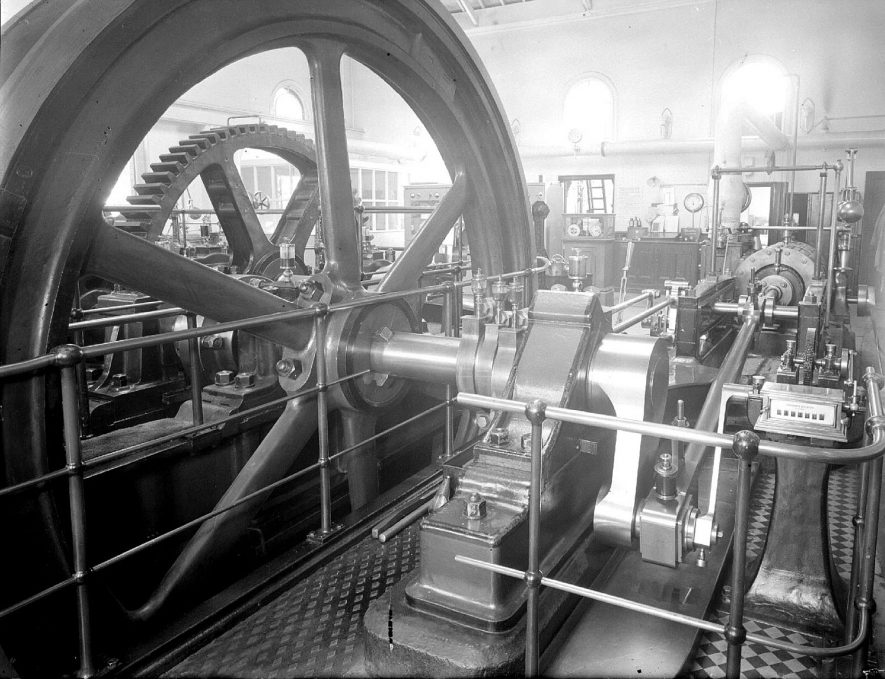 Machinery inside the water pumping station in Campion Terrace.  1957 |  IMAGE LOCATION: (Warwickshire County Record Office)