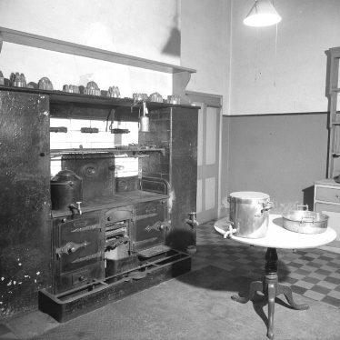 Leamington Spa.  Willes Road, interior of no 46