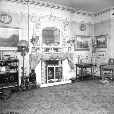 Leamington Spa.  Willes Road, interior of no 46