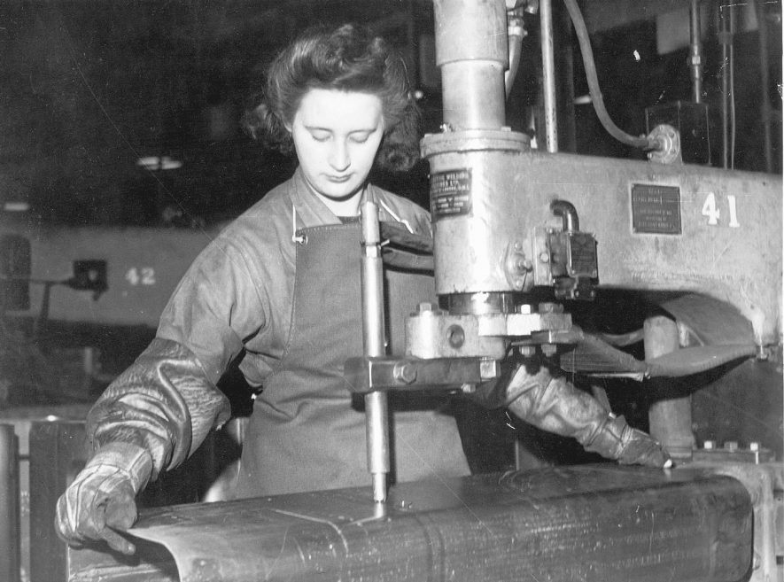 Worker operating a spot welder at Flavel's factory . Leamington Spa.  1950s |  IMAGE LOCATION: (Warwickshire County Record Office)