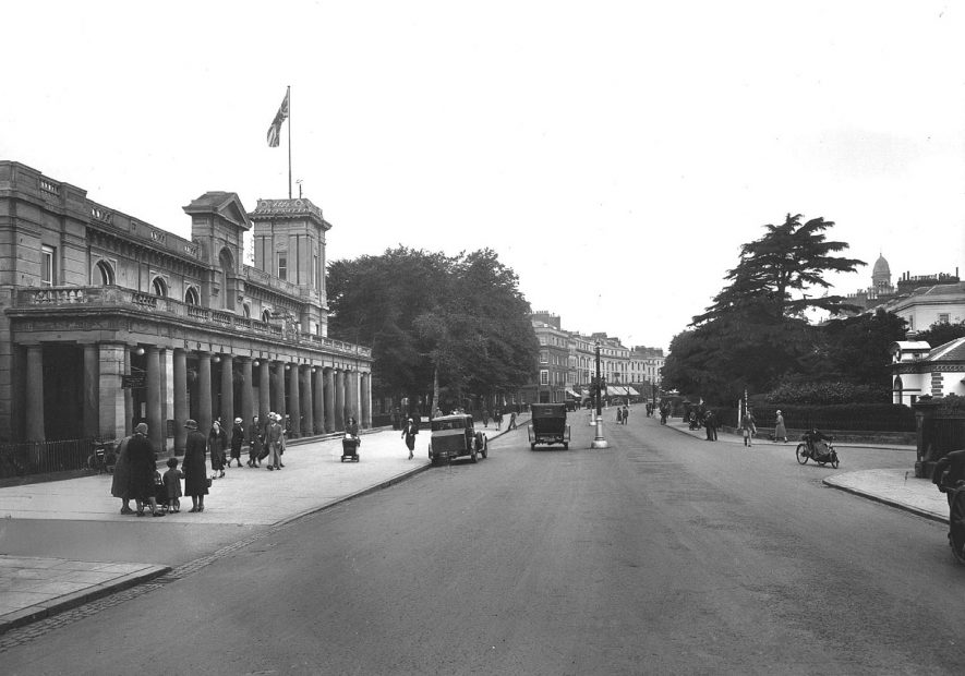 The  Parade and Pump Rooms, Leamington Spa.  1930s |  IMAGE LOCATION: (Warwickshire County Record Office)