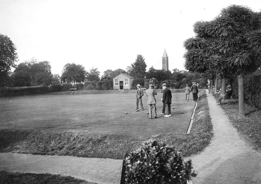 Bowling green in Victoria Park, Leamington Spa. This was the first bowling green, now Green A and was opened in the early 1900s Adelaide Road is beyond the hut and Archery road behind the hedge on the right.1920s |  IMAGE LOCATION: (Warwickshire County Record Office)
