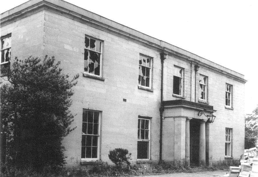 Newbold Comyn house showing the house in a state of dereliction, Leamington Spa.  1965 |  IMAGE LOCATION: (Warwickshire County Record Office)