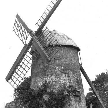Leamington Spa.  Tachbrook Road, windmill
