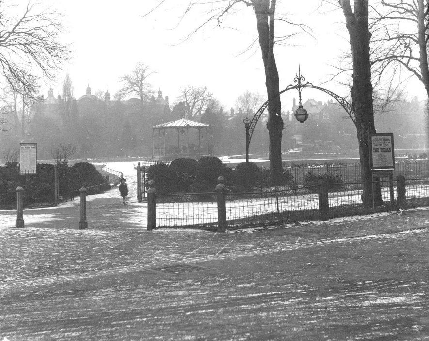 Pump Room gardens from corner of The Parade & Dormer Place, with snow on ground, Leamington Spa.  1910s |  IMAGE LOCATION: (Warwickshire County Record Office)