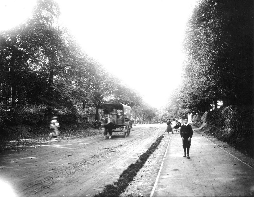 Warwick Old Road, showing G.W.R. carrier's horse van, Leamington Spa.  1900s |  IMAGE LOCATION: (Warwickshire County Record Office)