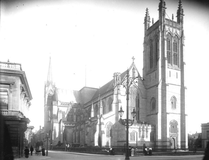 All Saints Church and corner of General Post Office, Leamington Spa.  1900s |  IMAGE LOCATION: (Warwickshire County Record Office)