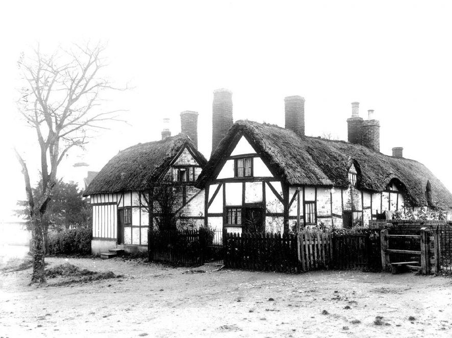 Thatched cottages near the Plough & Horse Inn, Whitnash.  1900s |  IMAGE LOCATION: (Warwickshire County Record Office)