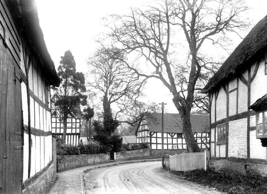 View of Whitnash village looking towards Home Farm.  1900s |  IMAGE LOCATION: (Warwickshire County Record Office)