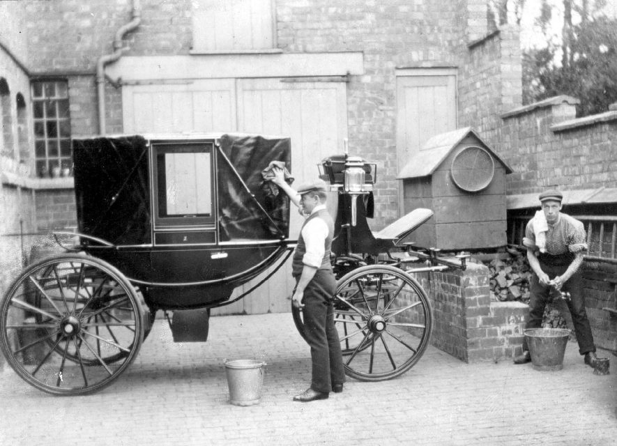 Two men washing a carriage in the courtyard of Raford Cottage, Kenilworth Road, Leamington Spa.  1900s [The stable/carriage block was built in the 1860's and a major conversion into a house was undertaken some 30/40years ago. It is now called 'The Old Stables', Barwell Close] |  IMAGE LOCATION: (Warwickshire County Record Office)