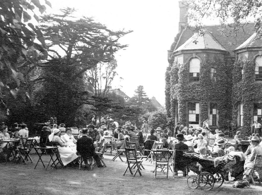 Red Cross garden party in Leamington Spa.  1940s |  IMAGE LOCATION: (Warwickshire County Record Office)